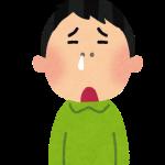 花粉症で鼻水が出ている男性の画像です。
